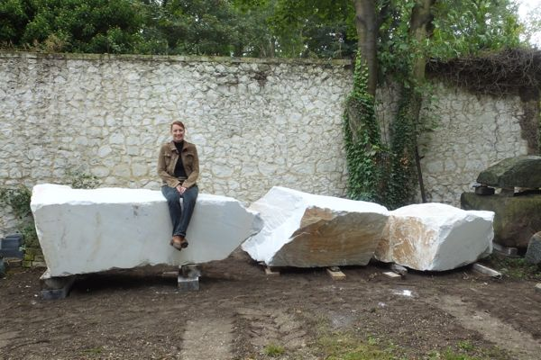 One happy scultore, Mel Fraser, contemporary stone sculpture